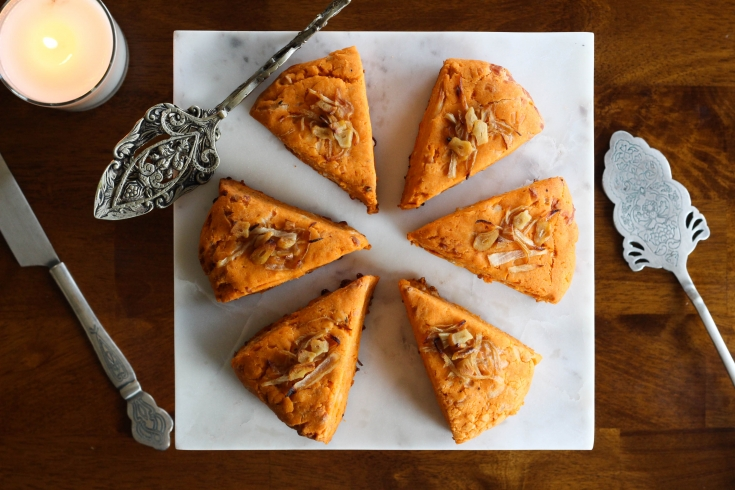 savory scones, onion scone, garlic scone, tomato scone, ragu, recipe, brunch recipe, recipe tutorial, breakfast, brunch, breakfast recipe, baked goods, baking
