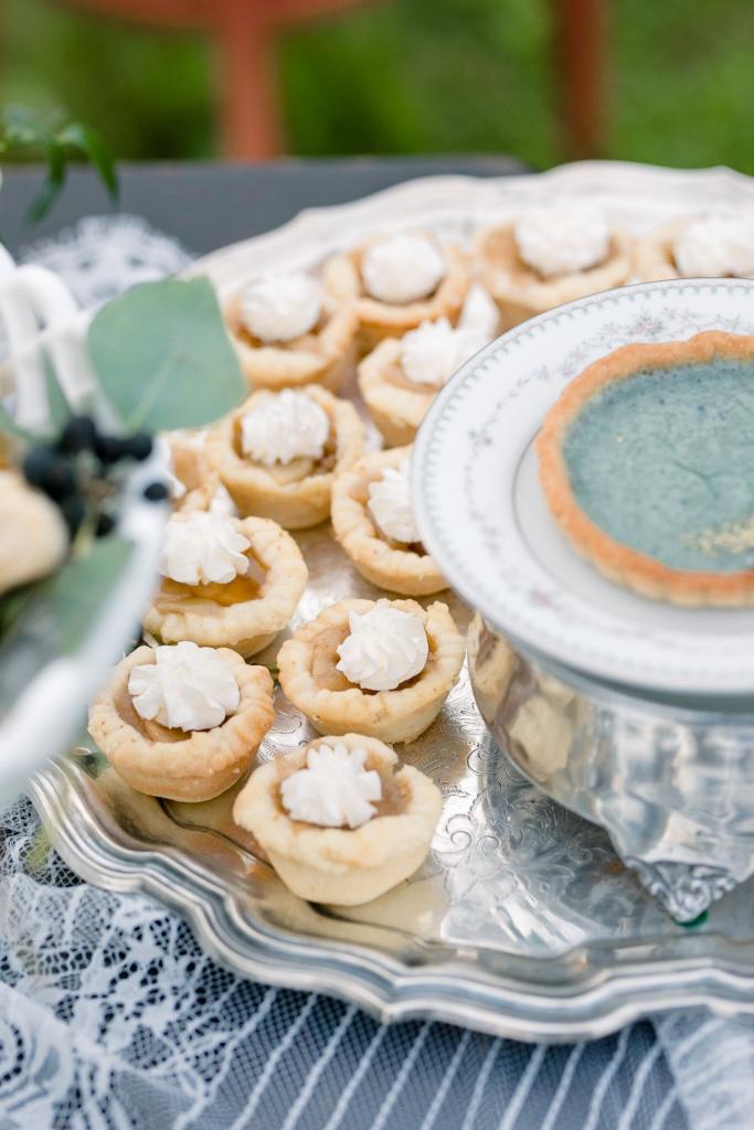 A Sweet Bohemian Elopement Amanda MacPhee Studios 0C1A6096 big 683x1024 - Quick Take: Welsh Cookies + Bohemian Winter Cakes