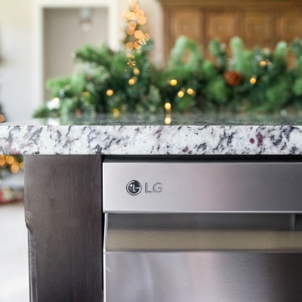 LG Dishwasher with QuadWash & TrueSteam