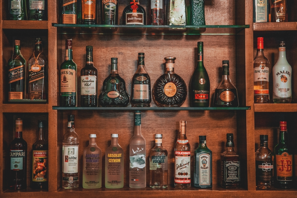 john hernandez 0 4zzoh3JXU unsplash 1024x683 - Create the Best Drinks at Home for More Exciting Beverages